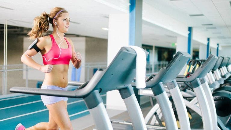 Ejercicio cardiovascular en el gimnasio