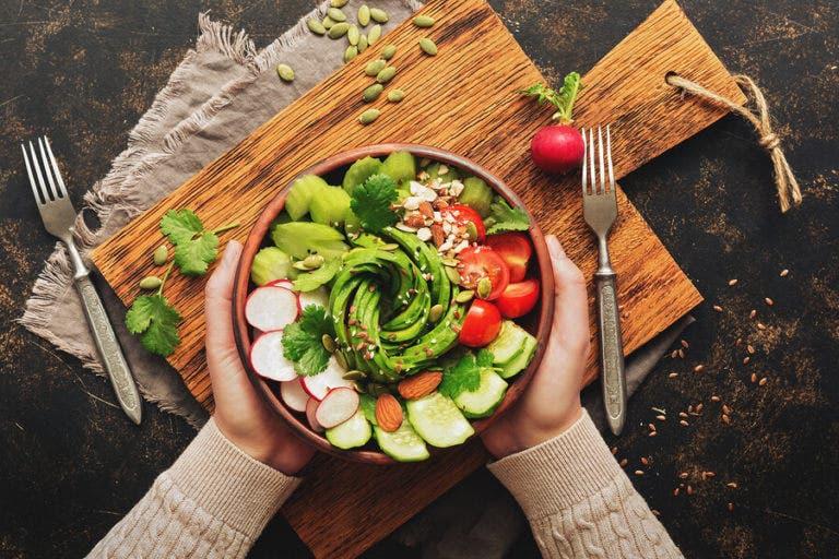 Cómo perder peso saludablemente con una dieta vegana