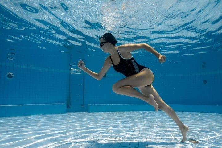 Beneficios de trotar bajo el agua