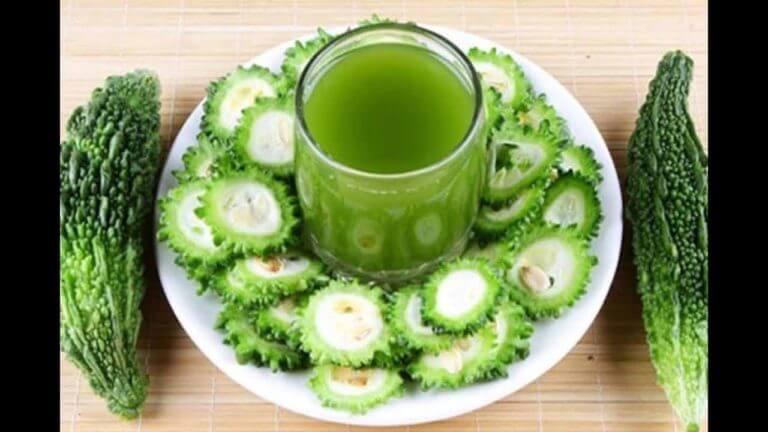 ¿Cuáles son los beneficios del zumo de melón amargo?