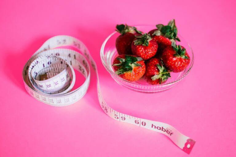 Cómo puede ayudarte a adelgazar la dieta Sirtfood