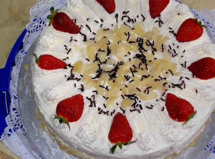Receta de tarta de yogur griego con frutas o galletas