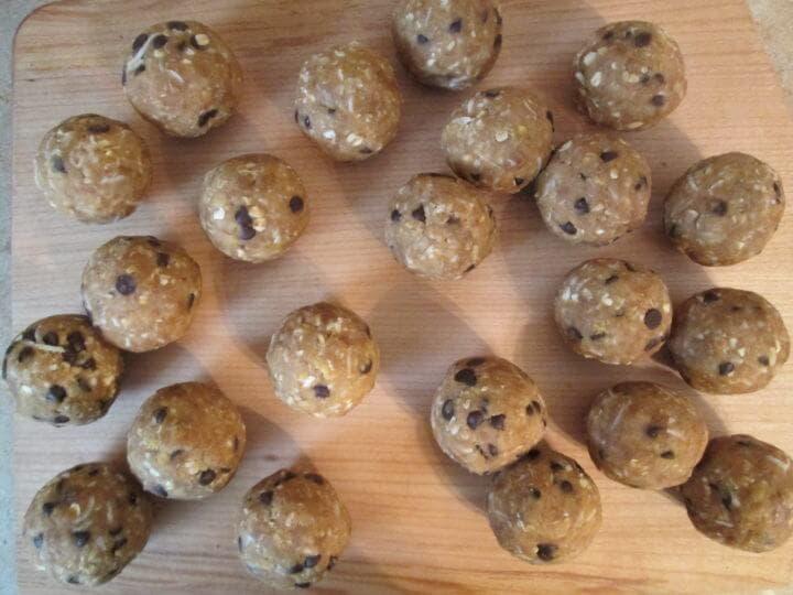 Bolas de proteína con chips de chocolate