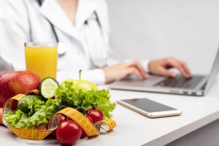 ¿Cuál es la diferencia entre un dietista y un nutricionista?