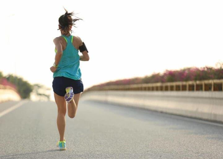 ¿Cómo se produce la dificultad de respirar al correr?