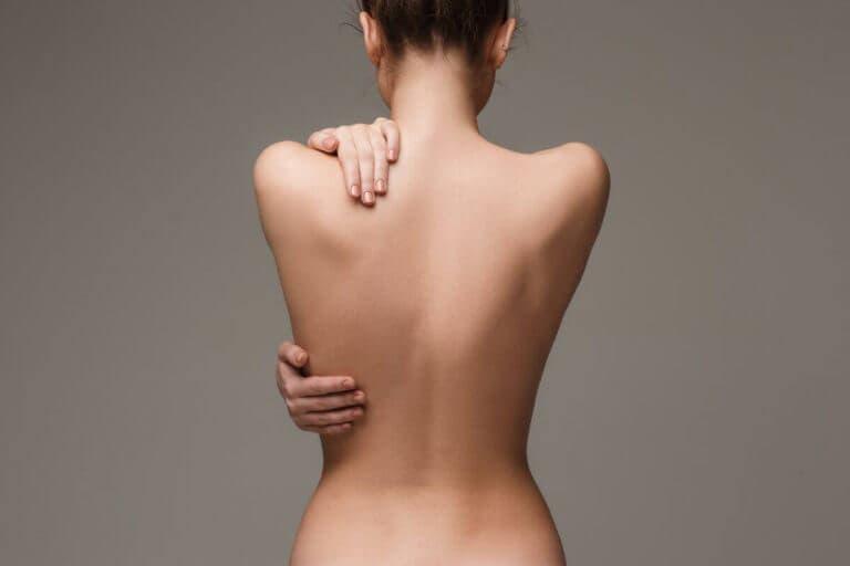 Los mejores ejercicios para corregir una espalda redondeada