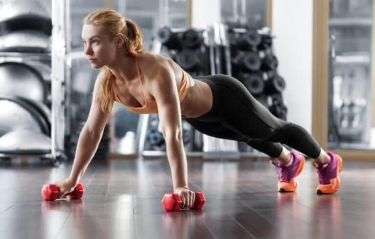 entrenamiento con ejercicios de cadena cinética abierta y cerrada