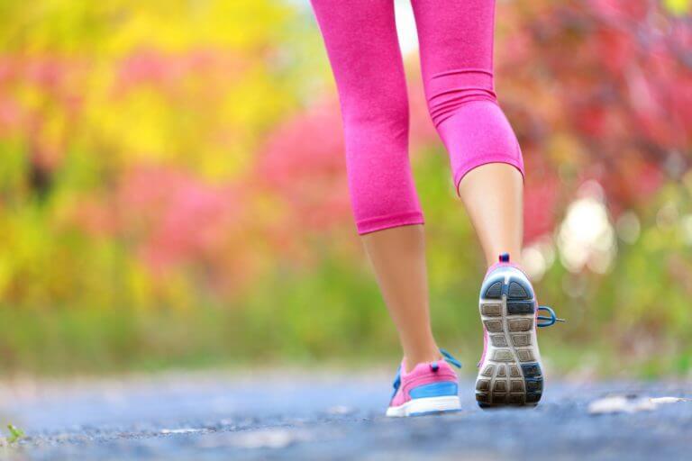Beneficios para la salud de andar vigorosamente