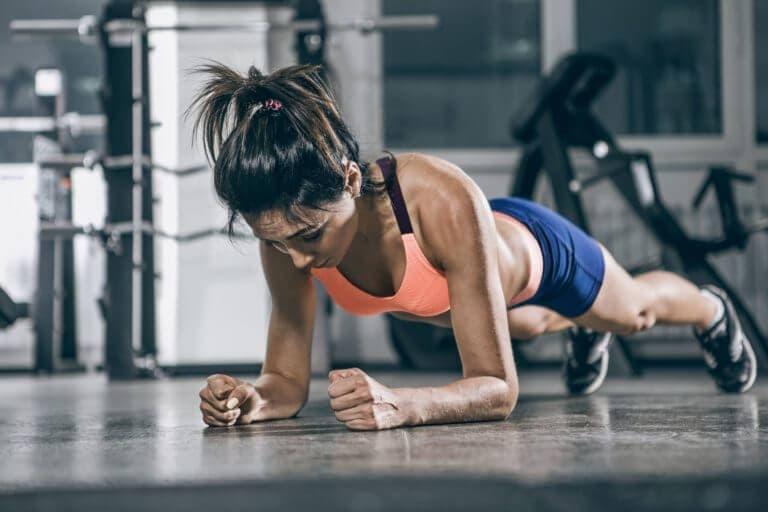 Los mejores isométricos para fortalecer el abdomen
