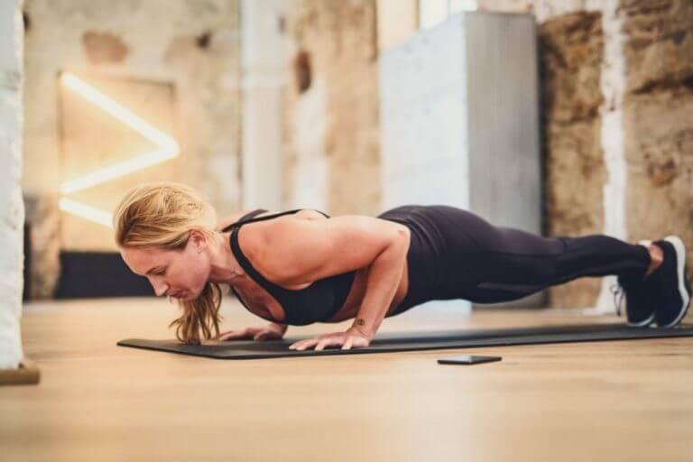 Rutina de entrenamiento de flexiones pliométricas