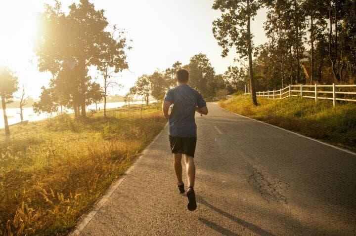 Cómo aclimatarte a carreras de running con malas condiciones climatológicas