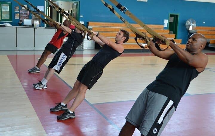 Los mejores ejercicios TRX para una rutina de fuerza