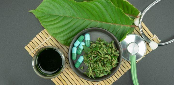 Los riesgos de beber té Kratom