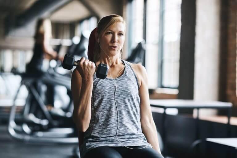 Los mejores ejercicios de fuerza para personas mayores
