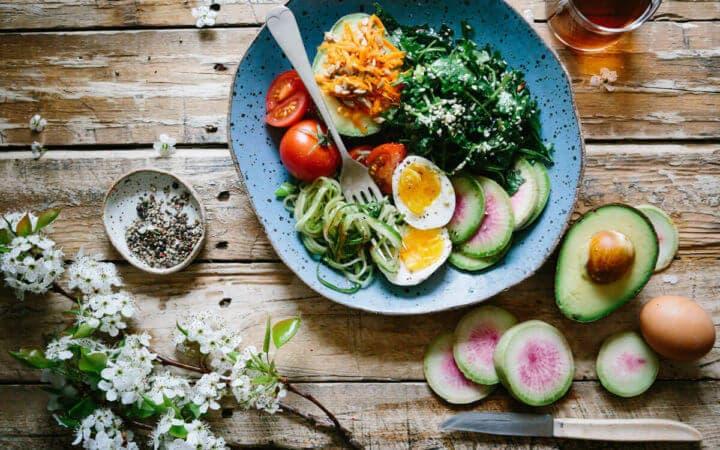 Recomendaciones para preparar ensaladas cetogénicas para bajar de peso
