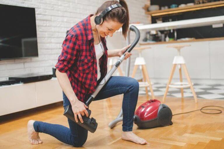 8 maneras creativas de ejercitarse cuando no puedes salir de casa