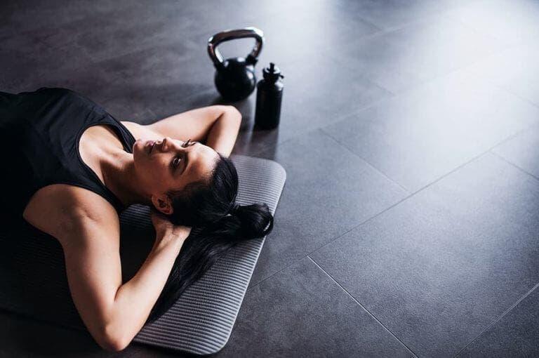 La rutina de entrenamiento casera definitiva para mujeres