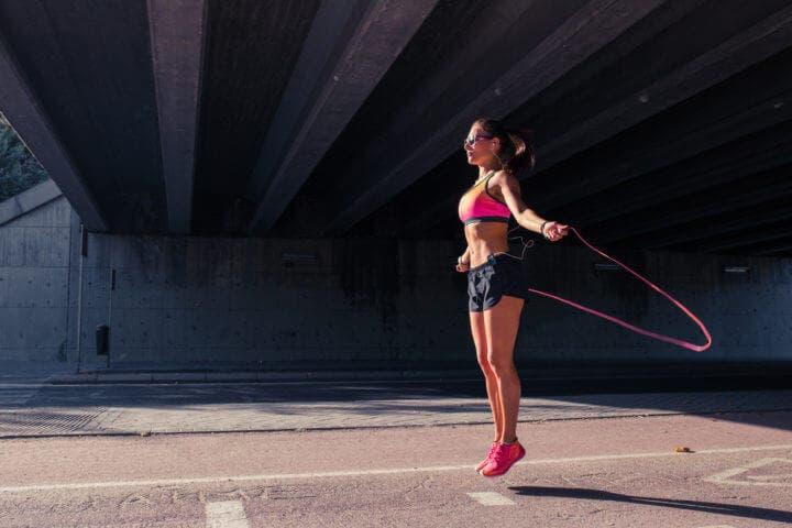 ¿Qué músculos se trabajan saltando a la comba?