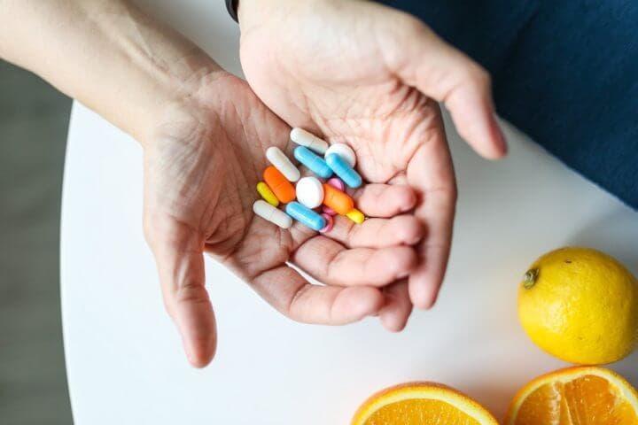 Las vitaminas liposolubles son más propensas a causar toxicidad