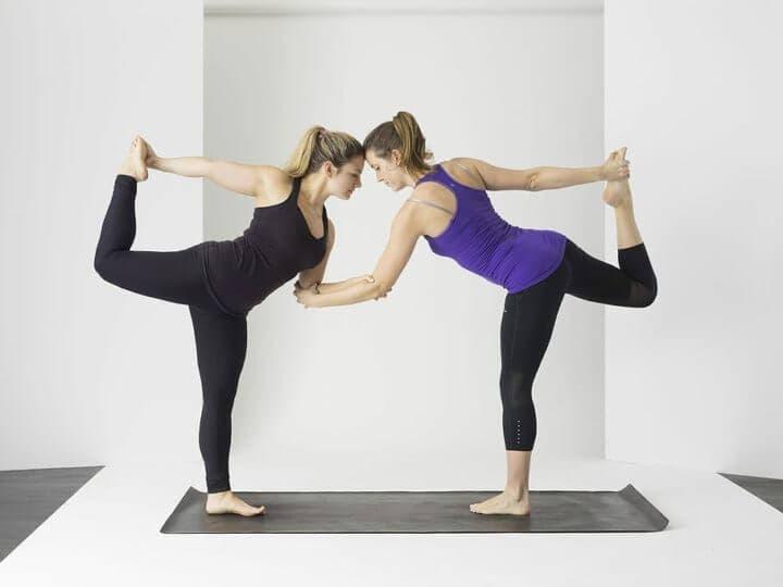 Cómo entrenar el equilibrio a través del yoga