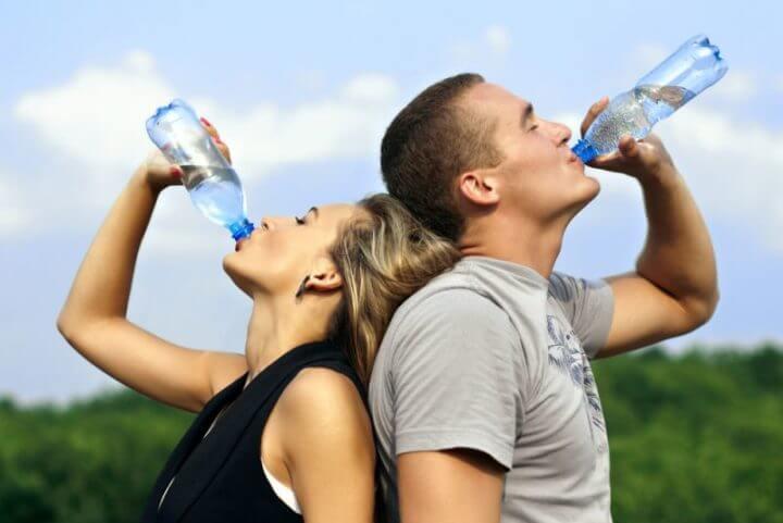 ¿Es saludable el agua con cafeína?