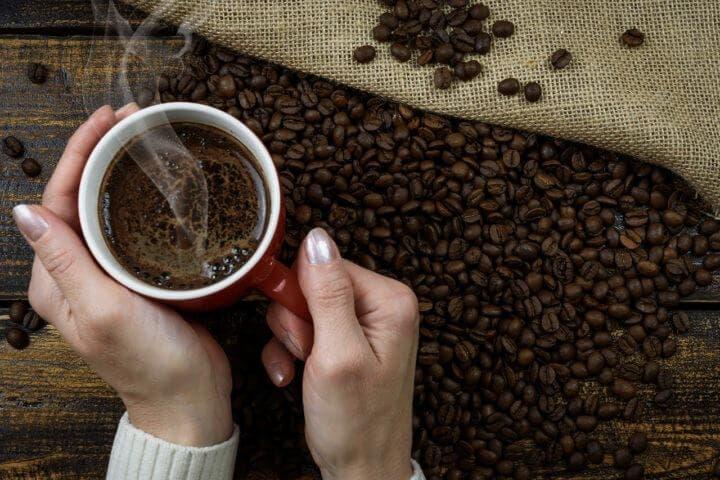 Beber café expreso diariamente mejora tu memoria