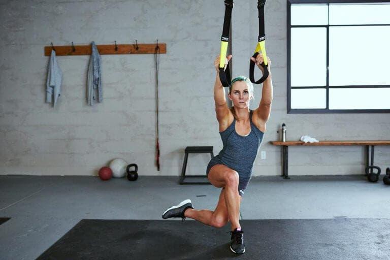 Ejercicios con TRX para fortalecer los brazos de forma sencilla