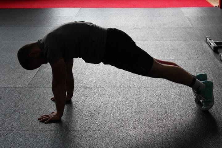 Errores que se deben corregir al hacer flexiones