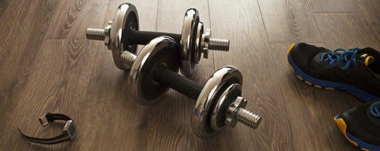 La guía definitiva para iniciar un entrenamiento con pesas en casa