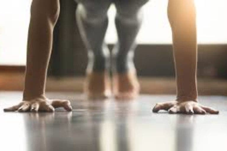6 ejercicios que puedes hacer en casa para perder peso