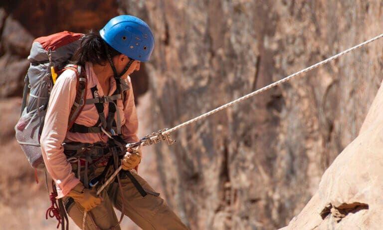 Accesorios de escalada que debes incluir en tu mochila