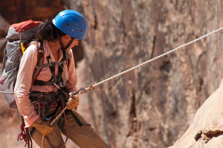 9 accesorios de escalada que no pueden faltar en tu mochila