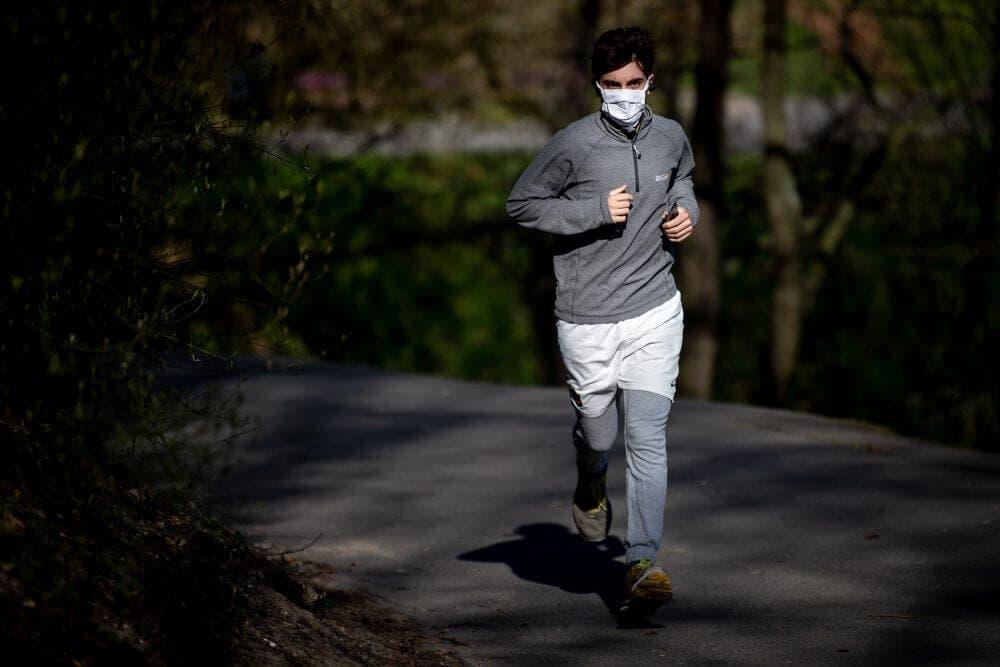 Protegerse del coronavirus al correr