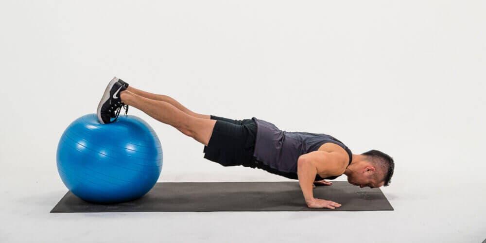 Como realizar flexiones con elevación adecuadamente