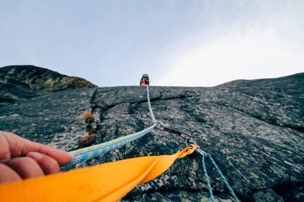 Al escalar equípate con lo estrictamente necesario