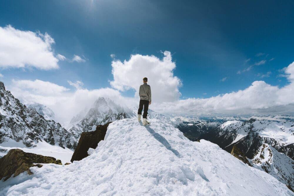 Los mapas son herramientas esenciales en el montañismo
