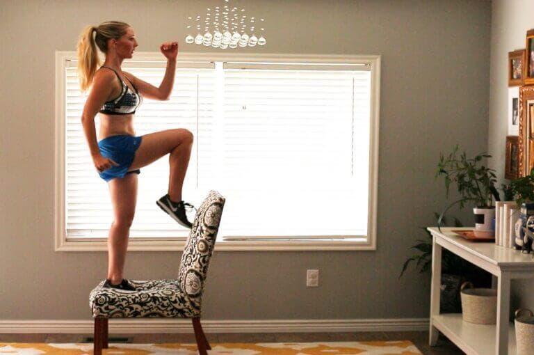7 ejercicios para hacer con una silla y tonificar sin necesidad de nada más