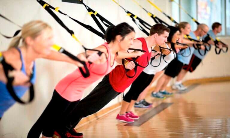Rutina de iniciación en entrenamiento en suspensión o TRX