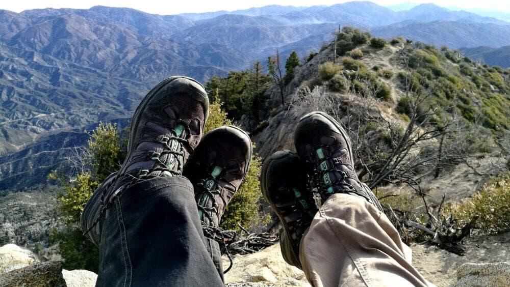 Adquiere un calzado especial para hacer montañismo