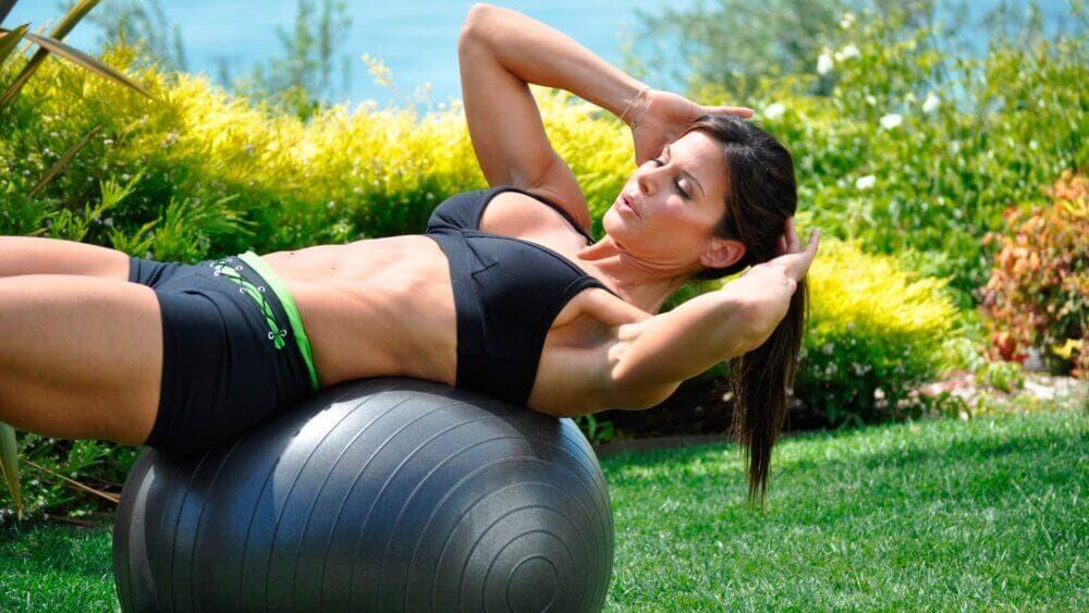 Los mejores ejercicios con una fitball