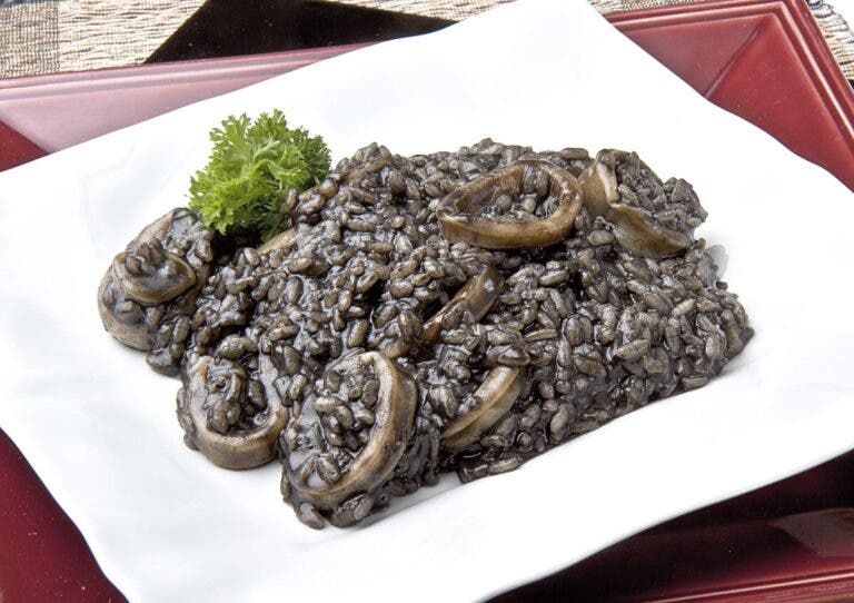 Arroz negro, perfecto para probar los beneficios de la tinta de calamar