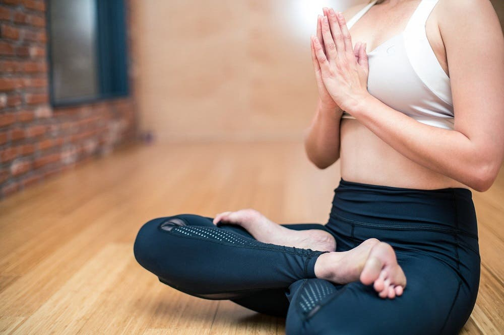 Yoga para eliminar estrés y dormir mejor