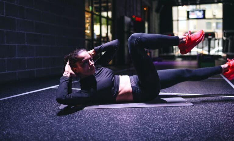 Descubre estos 7 ejercicios para abdominales oblicuos que esculpen cintura