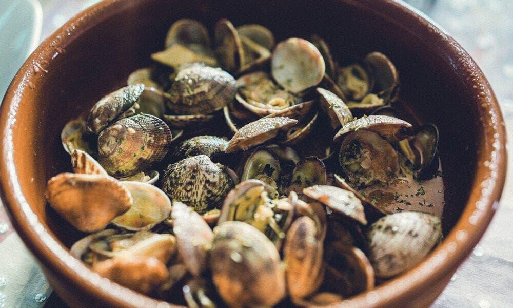Almejas a la marinera: una de las recetas para aumentar la cantidad de hierro en el organismo con un mayor aporte