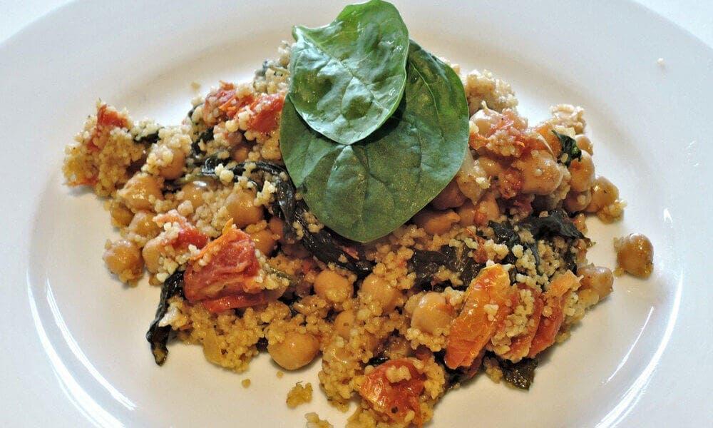 Garbanzos con espinacas: una comida rica en hierro.