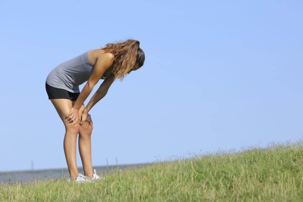 La mejor manera de recuperarse es al poner las manos sobre las rodillas
