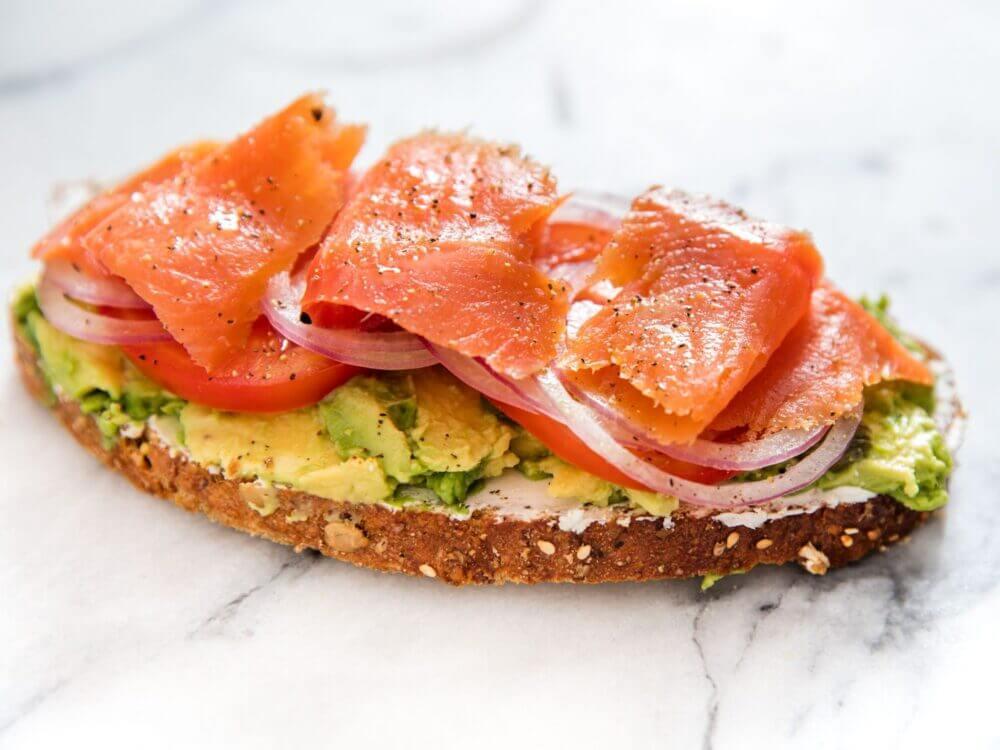 Receta de tostada de salmón
