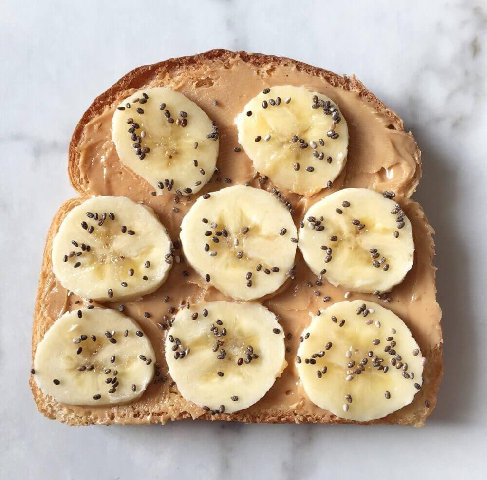 Recetas de tostadas saludables con plátano y chia