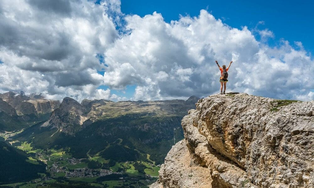 Aprende a relajarte antes de practicar ejercicios para mejorar el agarre en escalada