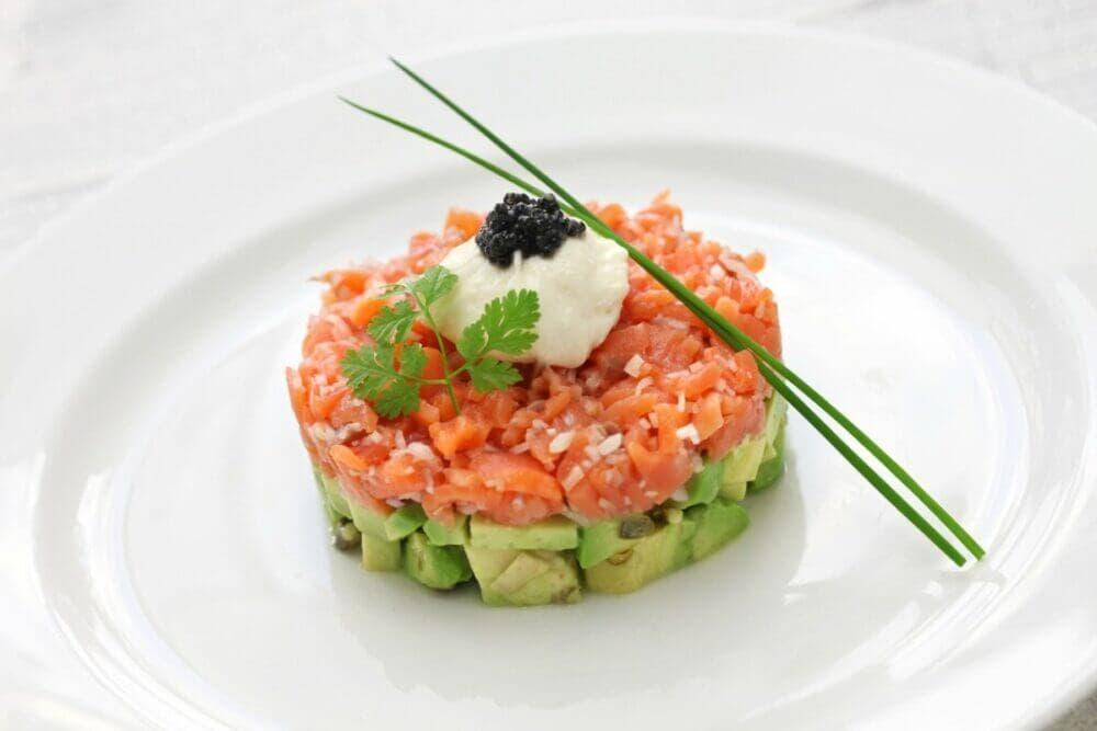 Timbal de salmón ahumado con verduras